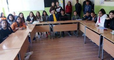 Младши посланици на Европейския парламент – при учениците в с. Дралфа